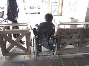 Ticket barrier for wheelchairs