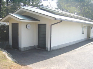 View of the bathroom next to the Taisha parking space
