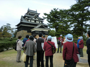 Having guides in front of Matsue Castle