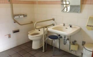 Accessible bathroom near Shirakabe Dozogun